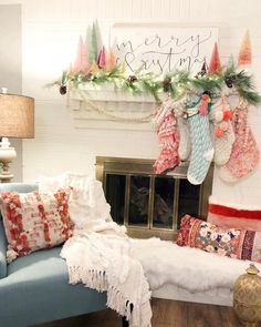 Boho Christmas Decor Ideas To Create your Special Happy Place - Hike n Dip Here are best boho Christmas decor ideas. From Boho chic Christmas tree to DIY Ornaments & Stockings to Colorful Bohemian Christmas decor ideas are here. Merry Little Christmas, Cozy Christmas, Retro Christmas, Simple Christmas, Christmas Trees, Christmas Villages, Victorian Christmas, Primitive Christmas, Modern Christmas