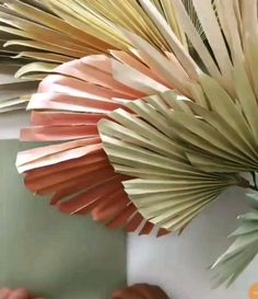 Discover recipes, home ideas, style inspiration and other ideas to try. Paper Flowers Craft, Paper Flower Wall, Paper Flower Backdrop, Giant Paper Flowers, Flower Wall Decor, Flower Crafts, Diy Flowers, Paper Flower Wreaths, Flower Pots
