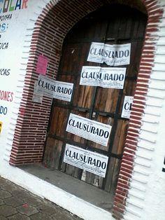 EN VILLA DE ETLA-OAXACA, MUNICIPE MANDA CLAUSURAR ESCUELAS  Y COMERCIOS PARA ALLEGARSE RECURSOS.