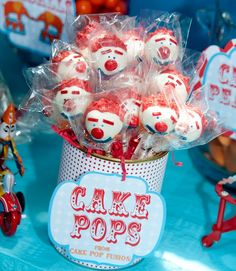 gah!- clown cake pops. I am really addicted to cake pops now