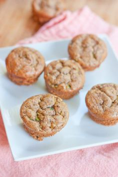Gluten-free almond butter zucchini muffins by Eating Bird Food is a scrumptious breakfast option if you have a sweet tooth. This muffin is made moist by adding in grated zucchini and sweetened with. Breakfast Desayunos, Nutritious Breakfast, Breakfast Options, Make Ahead Breakfast, Breakfast Recipes, Dessert Recipes, Keto Desserts, Dinner Recipes, Zucchini Muffins