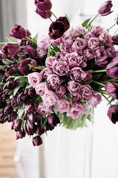 5 Tipps für unifarbene Blumendeko | Friedatheres.com  purple wedding  Floral Design, Styling & Fotos: TML | TABEA MARIA-LISA Rentals (Stühle und Tischwäsche): OPTIONS Location: Hotel Atlantis by Giardino
