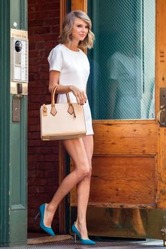 Taylor Swift Photos - Taylor Swift is seen leaving her apartment building in New York City. - Taylor Swift Leaves Her Apartment Style Taylor Swift, Taylor Swift And Calvin, Taylor Alison Swift, Taylor Swift Fashion, Taylor Swift Casual, Taylor Swift Outfits, White Romper, White Dress, Summer Taylor