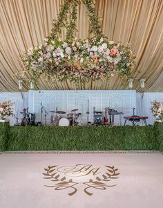 Floral Ceiling Centerpiece de Gournay Dreams | Easton Events Photography by Aaron Delesie