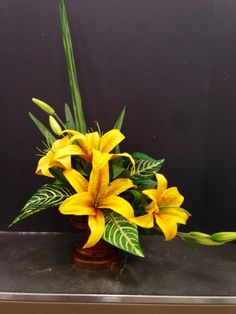 Contemporary arrangement. 2015   Laura A.     Michaels Tulsa (3864)