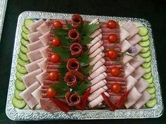 Hapjes Appetizer Recipes, Appetizers, Dressing For Fruit Salad, Party Food Platters, Food Garnishes, Food Decoration, Pinterest Recipes, Charcuterie, High Tea
