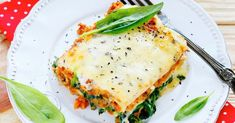 Slow Cooker Cheesy Spinach Lasagna Recipe- ooey gooey layers of melted cheese and saucy noodles with a l'il spinach. Crock Pot Recipes, Slow Cooker Recipes, Chicken Recipes, Cooking Recipes, Healthy Recipes, Lasagna Recipes, Crockpot Ideas, Pasta Recipes, Weight Watchers Meal Plans