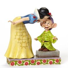Figurine Blanche Neige embrassant Simplet - Disney Traditions Jim Shore