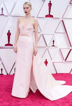 See All of the Incredible Looks From the 2021 Academy Awards Vanessa Kirby, Reese Witherspoon, Backless Gown, Strapless Dress Formal, Gala Oscar, Oscars, Oscar Fashion, Carey Mulligan, Tony Ward