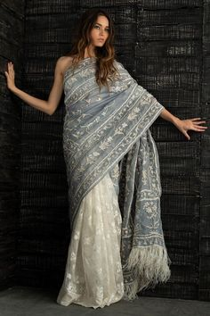 Beautiful Pakistani Bridal and Wedding Sarees From the Lastest Collections – Online Shopping in Pakistan wedding saree Beautiful Pakistani Bridal and Wedding Sarees From the Lastest Collections Beautiful Saree, Beautiful Outfits, Indian Dresses, Indian Outfits, Looks Dark, Estilo Hippie, Saree Trends, Saree Look, Elegant Saree