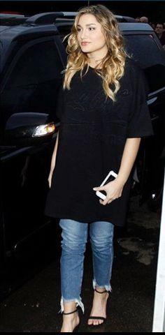 874b5f37b Sasha Meneghel #SPFW 2016/Oct Sasha Desfilou para Coca-Cola jeans marca  para a qual ela desenhou uma coleção que será lançada em fevereiro de 2017  #Fashion ...