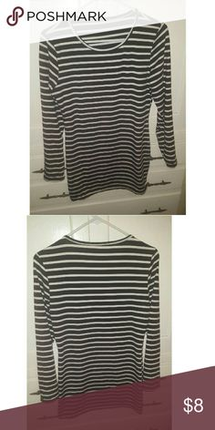 Womens stripped long sleeve tunic Black and white stripes long sleeve tunic new from wish.com ordered but way too big for me but perfect with blk leggings small but looks like it runs M/L polyester material very stretchy Tops Tunics