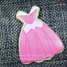 Princess Aurora (aka Sleeping Beauty) dress cookie. #sweethandmadecookies…