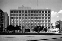 Edificio de Oficinas, IBM 1971  Col. Rincón del Bosque. México, D.F.  Arq. Augusto H. Alvarez, Arq. Enrique Carral Icaza