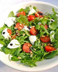 Italiaanse salade with rucola and mozzarella - Best Pins Mozzarella Salat, Mozarella, Superfood Salad, Vegetarian Recipes, Healthy Recipes, Italian Salad, Comfort Food, Healthy Salads, Clean Recipes