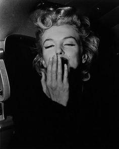 Marilyn blowing kisses