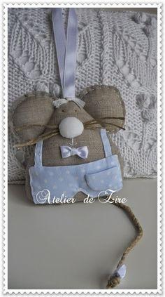 Hola amigas, aquí estoy de nuevo con un conjuntoreciénenviado para Pau. Su mamá tiene decorada suhabitación en tonos blancos, azules y ...