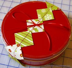 Join Joan of Lazy Girl Designs for her Free Sewing Tutorial: Easy Fabric Gift Wrapping Garland Perfect for using on a package of a tin of homemade goodies. Craft Patterns, Sewing Patterns Free, Free Sewing, Sewing Tutorials, Sewing Projects, Easy Projects, Sewing Tips, Craft Projects, Fabric Balls