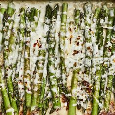 In this cheesy baked asparagus recipe, asparagus spears are roasted whole smothered in a creamy, cheesy garlic sauce. This low-carb side dish is a great way to entice picky eaters to eat their veggies! Pair it with roast chicken or steak. Vegetarian Side Dishes, Vegetable Sides, Vegetable Side Dishes, Side Dishes Easy, Cheesy Baked Asparagus Recipe, Lasagna Ingredients, Sauce Crémeuse, Whole Roasted Cauliflower, Healthy Cooking