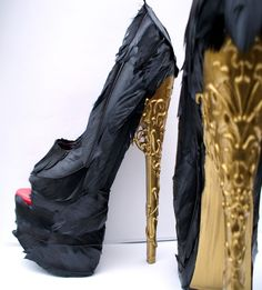 Love these raven inspired Alexander Mcqueen shoes!!!