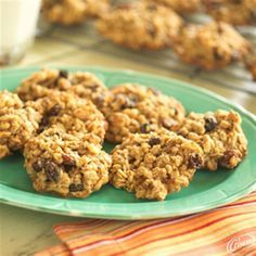 Chewy Oatmeal Raisin Nut Cookies from Crisco®