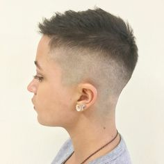 There is Somthing special about wome Short hair styles I'm a big fan of Pixie cuts and styles with. Edgy Short Hair, Short Hair Undercut, Super Short Hair, Girl Short Hair, Short Hair Cuts, Short Hair Styles, Pixie Cuts, Short Pixie, Lesbian Hair