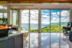 Spectaculaire propriété nichée dans les montagnes de Charlevoix - Joli Joli Design Charlevoix, Foyer, Windows, Design, Detached Garage, Saint Francis, Real Estate Broker, Mountains, Pretty