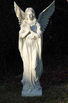 Großer In- und Outdoor Engel betend Sockel Weiss 92 cm