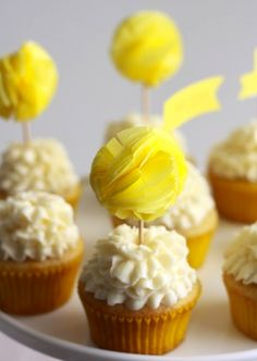 Talk about a super cute and creative idea to decorate your delicious cupcakes! How about these unique DIY Pom Pom Cupcake Toppers? Cupcake Toppers, Cupcake Cakes, Diy Cupcake, Paper Cupcake, Cupcake Tutorial, Cupcake Picks, Cupcake Wedding, Vintage Cupcake, Rose Cupcake