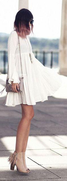 Bekleidet Bell Sleeve Little White Dress