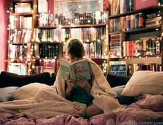Beautiful string lights and books Reading Nook, Love Reading, Reading Library, Book Nerd, Library Bedroom, Bookshelves In Bedroom, Cozy Library, Dream Library, Mini Library