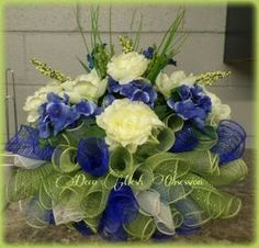 Idea Of Making Plant Pots At Home // Flower Pots From Cement Marbles // Home Decoration Ideas – Top Soop Grave Flowers, Cemetery Flowers, Funeral Flowers, Cemetery Decorations, Cemetery Headstones, Memorial Flowers, Christmas Flowers, Christmas Ideas, Christmas Wreaths