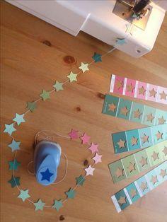 Eine Sternenkette fürs Kinderzi mmer aus Farbkarten.
