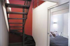 L'Agence SOY Architecture a choisi Escaliers Décors® (www.ed-ei.fr) pour réaliser l'escalier d'une réhabilitation à Marseille. Le choix des marches s'est porté sur une exclusivité d'Escaliers décors®, les marches Nanoacoustic® tôle lisse. Elles permettent de faire le choix d'un escalier tout métal sans résonance.