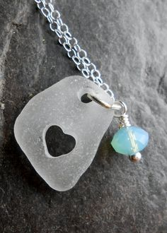 Love the idea of the heart shaped hole in a shrinky dink for jewelry. Yea would like to try out with Shrinky Dink. Recycled Jewelry, Handmade Jewelry, Sea Glass Wedding, Shrink Art, Shrinky Dinks, Bijoux Diy, Make And Sell, Making Ideas, Jewelry Crafts