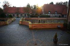 https://flic.kr/p/NAXatF | Innenhof Burg Hülshoff Winter 2016 | Weitere Bilder aus dem Münsterland sind auf www.billerbeck.org