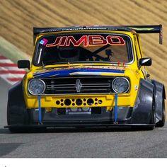 "132 Me gusta, 4 comentarios - MINI Parts Shop For Sale  (@uae_mini) en Instagram: ""جديدنا بدي كت لبرتي وك  للميني الكلاسيك .  سيارة احمد صعب مدير فريق ميني الامارات   . . من شغل…"" Mini Cooper Classic, Classic Mini, Classic Cars, Kia Pride, Mini Coper, Mini Clubman, Minis, Mini Things, Drag Cars"
