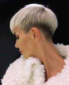 New Modern Hair Color - Pixie And Bob Short Haircuts For 2019 - short-hairstyles - With the arrival of the summer months, one of the most popular hairstyles among women is the pixie cut models. Pixie cut models are often diversified with diffe Short Punk Hair, Short Grey Hair, Very Short Hair, Short Hair Cuts, Short Pixie Haircuts, Short Bob Hairstyles, Corte Pixie, Peinados Pin Up, Modern Hairstyles