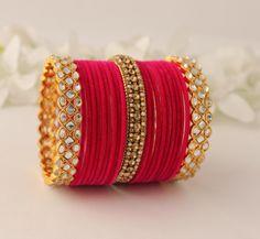 Antique Jewellery Designs, Fancy Jewellery, Gold Bangles Design, Gold Jewellery Design, Jewelry Design Earrings, Ear Jewelry, Bridal Chuda, Bridal Bangles, Bangle Set