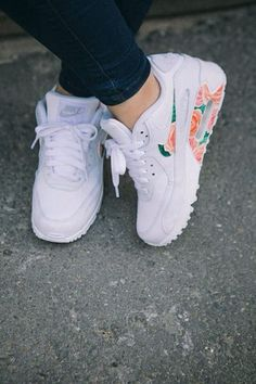 Image via We Heart It https://weheartit.com/entry/176567784/via/19176130 #beautiful #flowery #nike #shoes