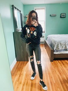 An adorable and affordable cozy halloween sweater, with some ghosts and pumpkins that shimmer. Such a cute sweater for the fall & halloween season! Halloween Season, Fall Halloween, Horror Shirts, Cute Graphic Tees, Women's Fashion, Fashion Outfits, Cute Sweaters, Cropped Sweater, Sweater Weather
