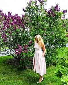 💖Gina Bacconi 💖  #dress #ginabacconi #Italian #outfit #style #fashion #woman  #curvy #spring#nature #norway #shop #serene #idyllic #flowers