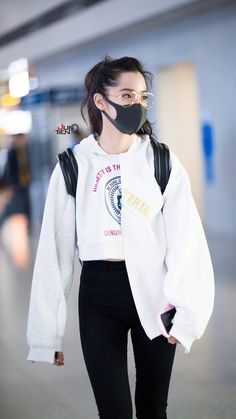 Uploaded by mystyle. Find images and videos about ouyang nana on We Heart It - the app to get lost in what you love. Korean Airport Fashion, Korean Girl Fashion, Ulzzang Fashion, Korea Fashion, Japanese Fashion, Asian Fashion, Kpop Fashion Outfits, Korean Outfits, Mode Outfits