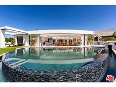 Minecraft creator outbids Jay-Z, buys priciest home in Beverly Hills Beverly Hills, Style At Home, Beyonce E Jay Z, Exterior Tradicional, My Pool, Expensive Houses, Real Estate Photography, Los Angeles Homes, Landscaping