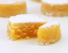 O toucinho do céu é um doce tradicional português, de origem conventual. Uma sobremesa soberba á base de ovos e amêndoas, que brilha numa mesa de Natal.