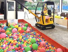 Looking for a safe, cool indoor playground for the kids to blow off steam while you grab a coffee? Our list of indoor play centres has the isle of Singapore covered!