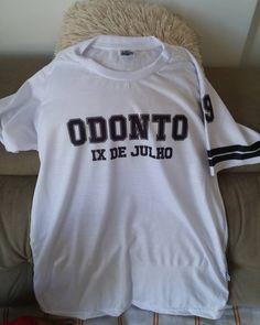 9a4bb769a17d7 Camisetas Personalizadas Faculdade/ Escola Estamparia, Escola, Onesies, Camisetas  Personalizadas