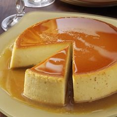 Creamy Caramel Flan Great dessert for your Cinco de Mayo feast. If you're unfamiliar with flan, think of it as a tasty variation on custard. One warning, though—it's very filling. A small slice of flan goes a long Just Desserts, Delicious Desserts, Yummy Food, Caramel Flan, Creme Caramel, Caramel Custard Recipe, Caramel Pudding, Custard Pudding, Pudding Recipe