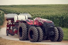 This self-driving tractor that automatically plant and harvest, could take farmers out of the fields. CNH Industrial's Innovation Group unveiled a self-driving… Case Ih, Big Tractors, Red Tractor, Tractor Cakes, Case Tractors, Tractor Drawing, Detroit Cars, Auto Motor Sport, New Holland