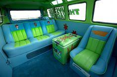 Firma in den USA passt Kombi an, inspiriert vom Cartoon Scooby-Doo . Volkswagen Bus, Vw T1, Mystery Machine Van, Scooby Doo Mystery Incorporated, New Scooby Doo, Bus Interior, Kombi Home, Combi Vw, Motorhome